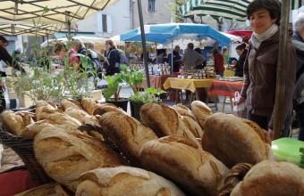 """Chaque jeudi, Cévenols et estivants convergent vers la """"capitale"""", où se tient un marché animé."""