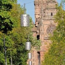 Haut de 87 m, le clocher de la cathédrale Notre-Dame domine Rodez.