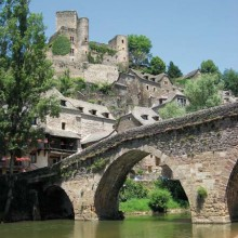 Propriété de Nicholas Leone et Heidi Leigh, le château date du XIe siècle.
