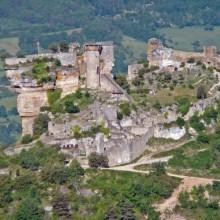 Le château de Peyrelade fut construit entre le XIIe et le XVIe siècle.