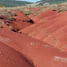 Rougier de Camarès dessine un paysage de collines entre Lacaune et Lévézou.