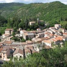 Le petit village d'Avène vit en harmonie avec son eau thermale et ses ressources.