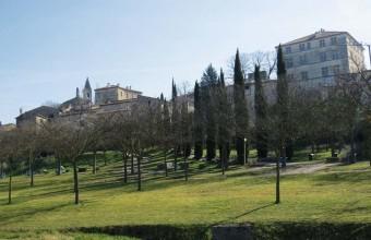 Château, portes anciennes… la cité abrite un exceptionnel patrimoine rénové.