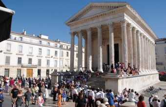 La Maison carrée était dédiée à l'origine au culte de l'empereur.