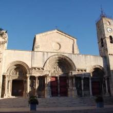 L'abbatiale de Saint-Gilles est un chef-d'œuvre de l'art roman.