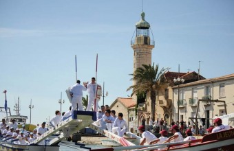 Les joutes languedociennes ressemblent à des tournois chevaleresques, sauf qu'elles se déroulent sur l'eau.