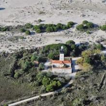 Le phare se situe à 700 m du rivage. A sa conception, il n'était qu'à 150 m.