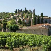 La moitié haute du village était en ruine dans les années 1950. Aujourd'hui, le charme médiéval opère.
