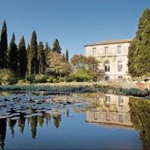 Ambiances provençale, italienne, minérale dans les jardins du fort Saint-André.