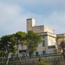Le château où logeait Louis XIII est classé aux Monuments historiques.