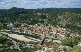 Artisanat et patrimoine sont au cœur de cette cité à la porte des Cévennes où il fait bon flâner.