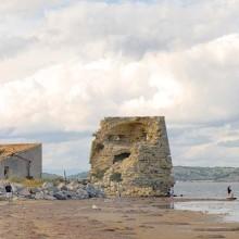 Cette tour est le bâtiment le plus ancien de la plus jeune commune de l'Aude.