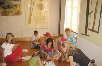 Les ateliers créatifs se déroulent toute la semaine pour les enfants.