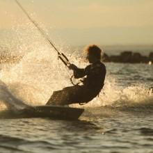 De nombreux spots de kitesurf jalonnent la côte, comme ici à La Grande-Motte.