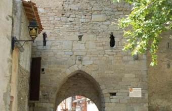 La porte, dernier vestige des remparts.