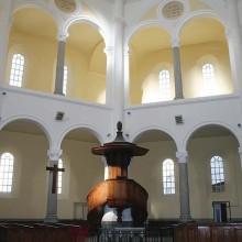 Le temple fut érigé Plan de l'Ormeau à l'emplacement d'un ancien couvent.