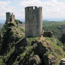 Les quatre châteaux de Lastours se dressent dans un site d'une grande beauté.