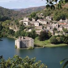 Le château de Castanet est inscrit à l'inventaire des Monuments historiques.