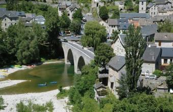 Le bourg s'est développé autour de la source de Burle qui aurait guéri la princesse Énimie de la lèpre.