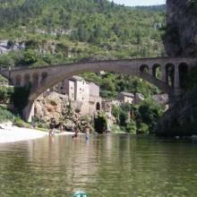 Une des plus belles plages des gorges du Tarn, dans un hameau typique.