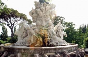La statue-cascade du Titan sculptée par le Biterrois Jean-Antoine Injalbert.