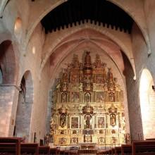Le retable, entièrement doré à l'or fin, est le plus grand du Roussillon.