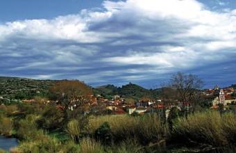La petite cité catalane marque l'entrée d'un pays secret, la vallée de l'Agly.