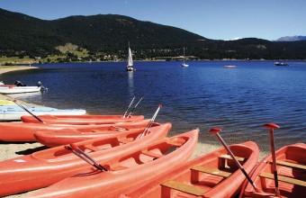 A 1500 mètres d'altitude, le lac de Matemale propose de nombreuses activités nautiques.