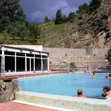 Llo dispose d'un bel établissement avec bassins en plein air, jacuzzis et hammams.