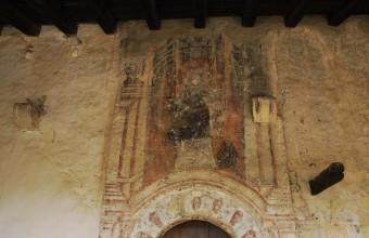 Les fresques de Caldégas résistent tant bien que mal au passage des années.
