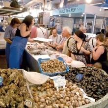 Ambiance et saveurs locales sont au rendez-vous dans les halles de Sète.