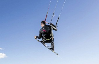 Quatre clubs proposent des initiations et stages de kitesurf.